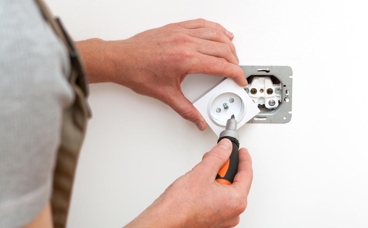 habilitation électrique, habilitation electrique, lorient, vannes, auray, pontivy, quimperlé, ploermel, morbihan, bretagne, habilitation electrique changement ampoule, habilitation changer ampoule, habilitation changer lampe, habilitation bs